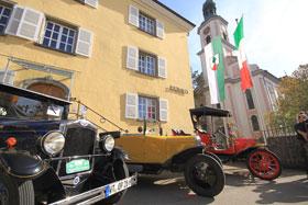 Hilzinger Kirchweih: Oldtimer vor dem Rathaus