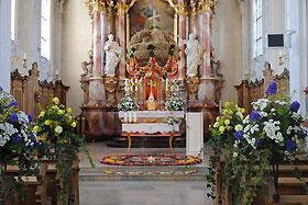 Hilzinger Kirchweih: Geschmückte Kirche
