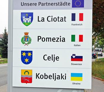 Schilder der Partnerstädte